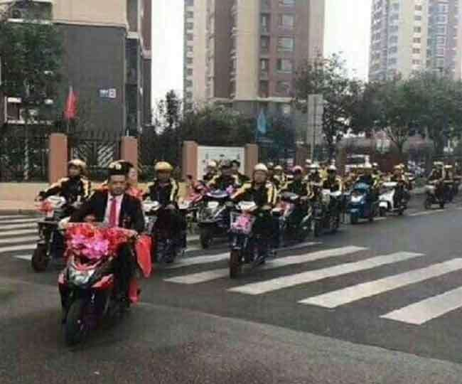 16_10_2017-china-scooter-married_b_16